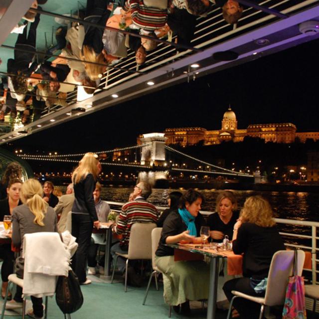 布达佩斯出发游船观光、美食品鉴1日游:BU-T-1800