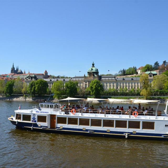 布拉格出发游船观光1日游:PR-T-3185